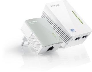TP-LINK TL-WPA4220KIT Powerline AV500 Wireless N 300Mbps con 2 porte Ethernet, compatibile con lo standard HomwPlug AV fino a 500Mbps di trasmissione dati, Design compatto e discreto, tasto Wi-Fi Clone, Plug&Play, Kit con due adattatori