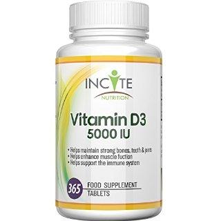 Vitamina D 3 Molto Forte 5000 IU 365 Compresse Colecalciferolo PRODOTTO NEL REGNO UNITO Benefici per il Sistema Immunitario, Aiuta a Rinforzare le Ossa e I Denti - COMPRESSE PICCOLE 6MM non Gel morbido o Capsule - Buona Risorsa di Vit D - Miglior integratore D3 - 100 % Vegetariano Privo di Latticini e Glutine