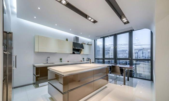 Cucina a forma di N high-tech